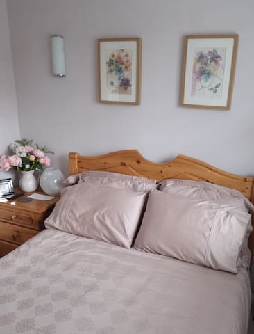 En-suite double bedroom close to Bartley Wood & M3 - Hook - Casa