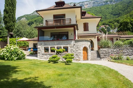 Private room in wonderful waterfront property - Veyrier-du-Lac - Villa