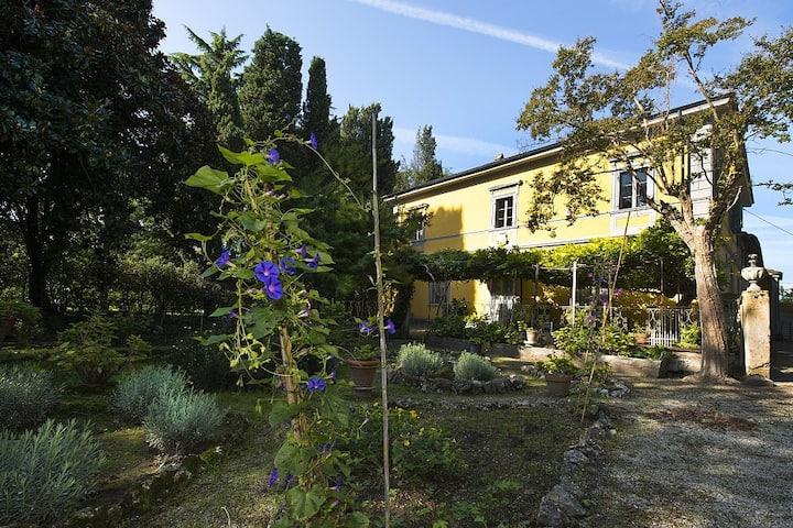 Historical  Villa with private poll