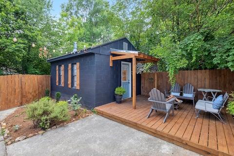 Cozy Crestwood Tiny Cottage