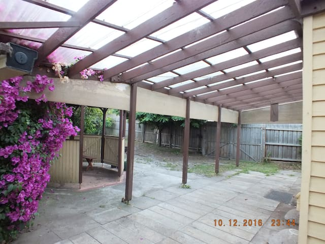 Family Budget accommodation close to the beach - Aspendale - Casa