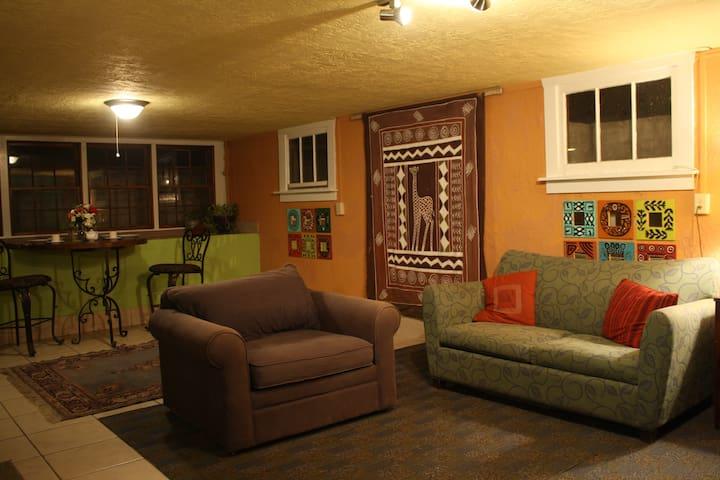 Cedric's Oasis - Entire Basement Apartment