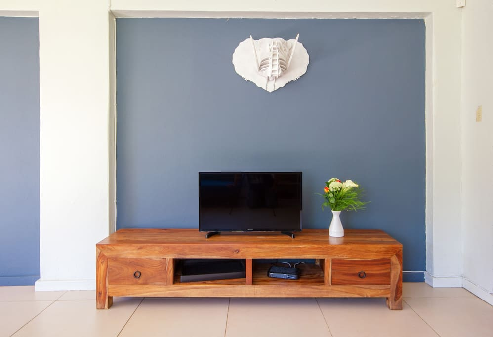 Gorgeous handmade African artwork. Television has access to full DSTV bouquet