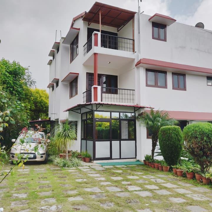 Dev Tarragon - A perfect villa homestay