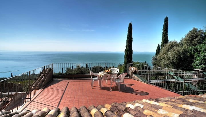 Villa in the green, great lake view