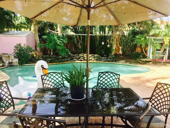 Pool one bed apt totally private also for sale.