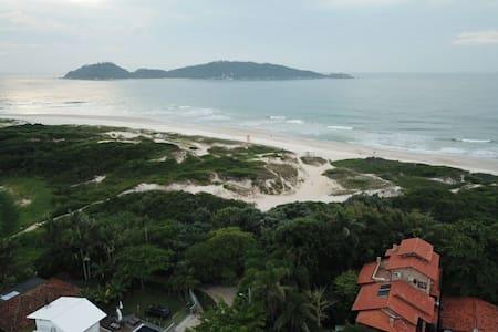 Apto suíte em frente a praia do Campeche