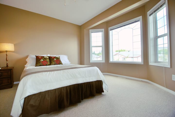 Comfortable place to Stay, with Comforts of Home