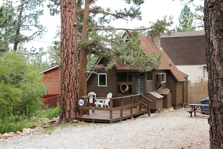 Prince Pines~Cable, Netflix, BBQ, WiFi, Hiking - Sugarloaf - Srub