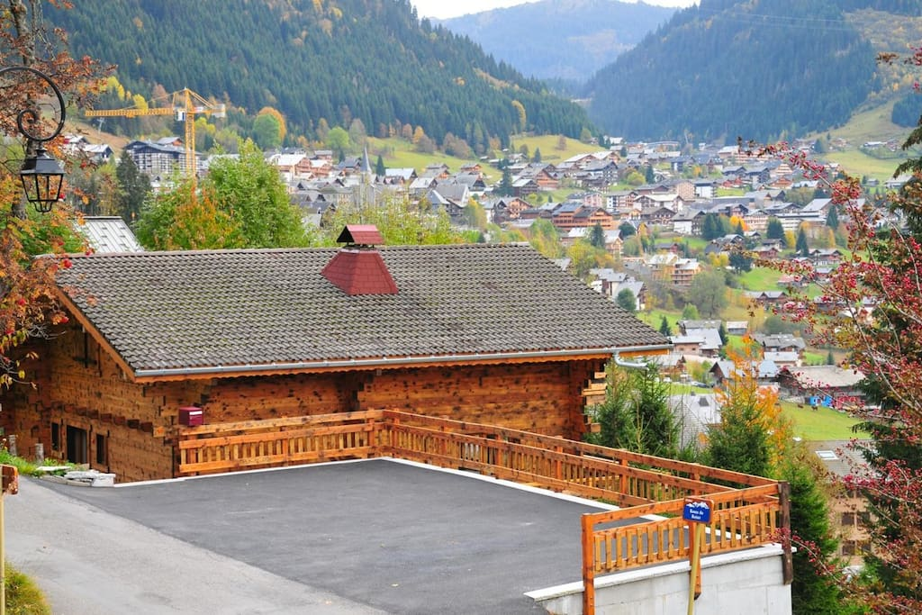 Chalet Chatelic private parking area