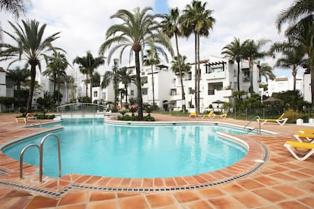 Bright, beachfront apartment Costa del Sol - Estepona - Leilighet