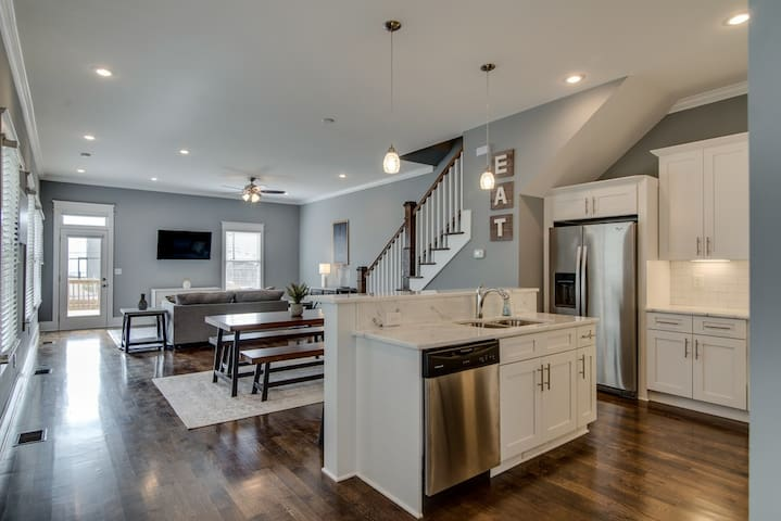 Open floor plan for kitchen, living space and dining all together