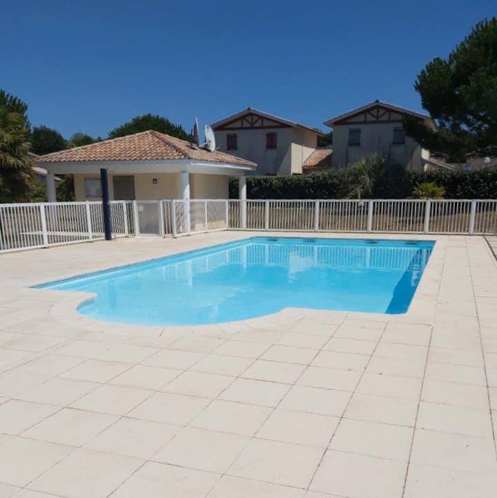 BIAS: Appartement avec jardin et piscine
