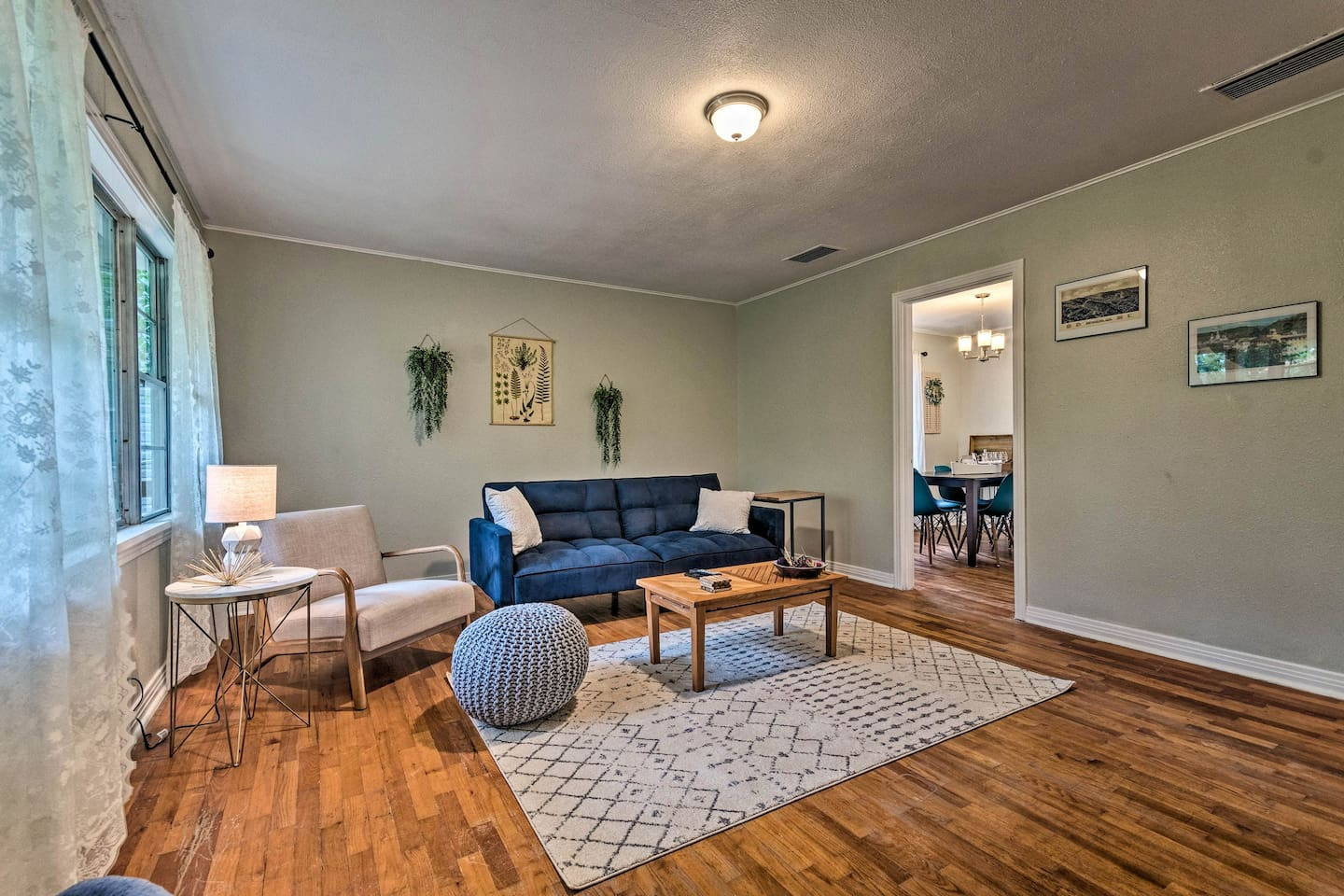 This recently remodeled vacation rental is perfect for your Hot Springs getaway!