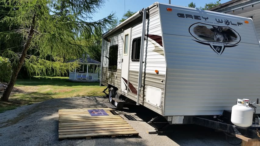 Private Self-contained Trailer on Gibsons Acreage