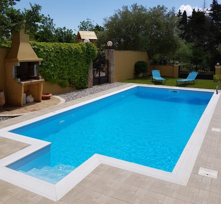 Villa Sandra (with private swimming pool)