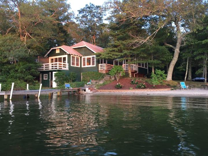 Beautiful lakefront escape close to Boston