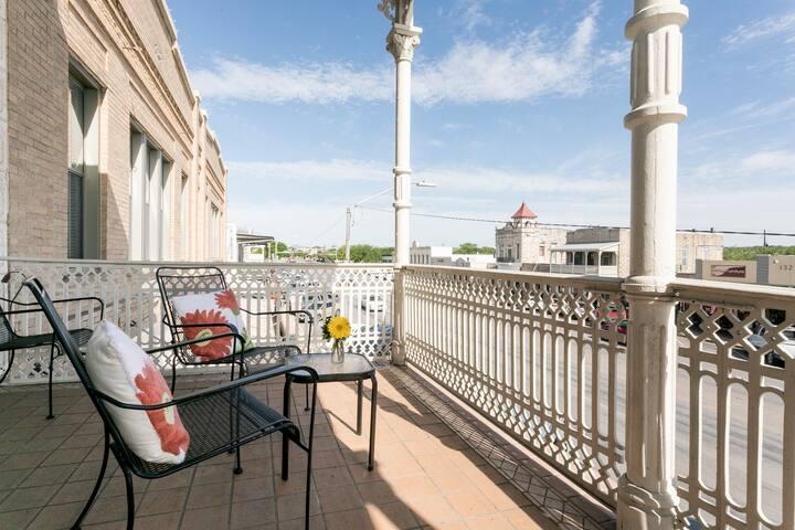 Fredericksburg Bakery Suite on Main St. w/ Balcony