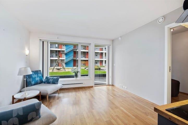 Nyoppusset leilighet i østre bydel, egen parkering