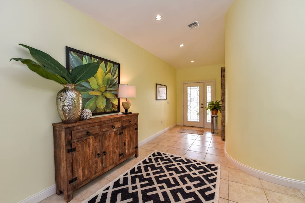 Entry with tile floors, vaulted ceilings