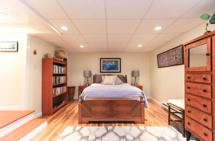 Cozy private room and bath--centrally located