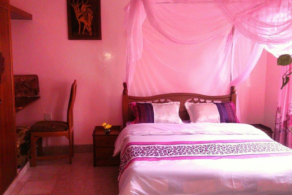 Master Bed (In Ensuite Room)