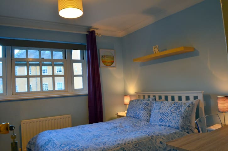 Lovely Room in Zone 1 with Private Bathroom