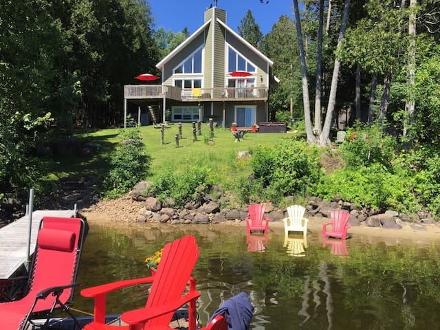 Lake front chalet near Mont-Tremblant.