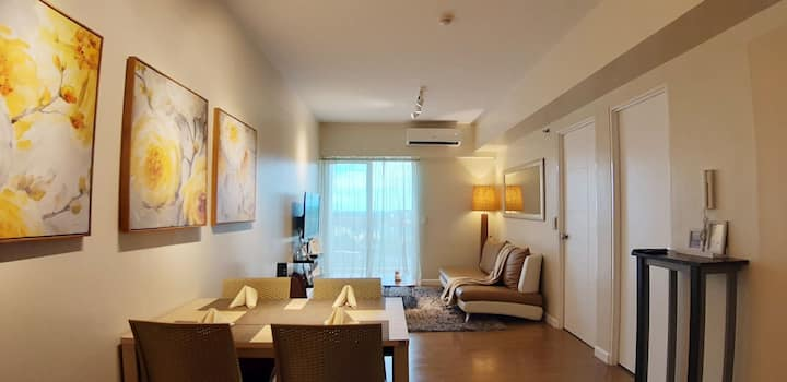 Home Comfort Plus Hotel Amenities Beside a Mall