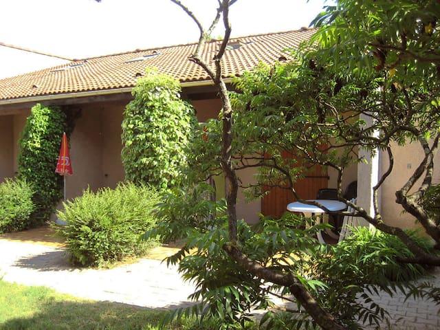 Cottage Les Cigalous - Salavas - Service appartement