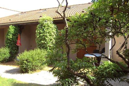 maisonnette 2 chambres - Salavas - Teljesen felszerelt lakás