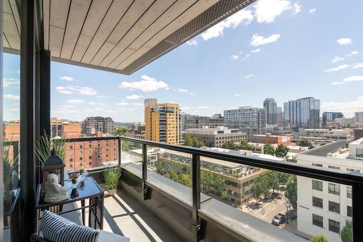 Hip Zen high rise 1 br w/ 2 beds balcony & views