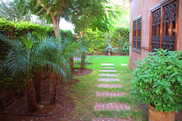 Luxury and Intimacy in Residential Area - Marrakesh - Villa