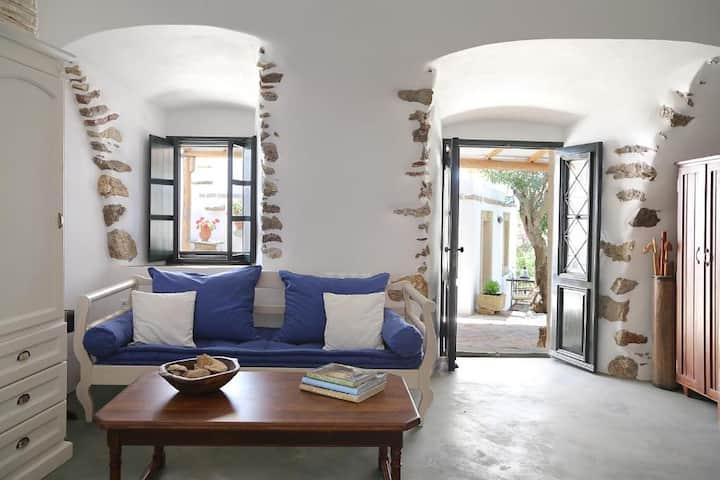 Perlegiannika Houses Kamara Villa