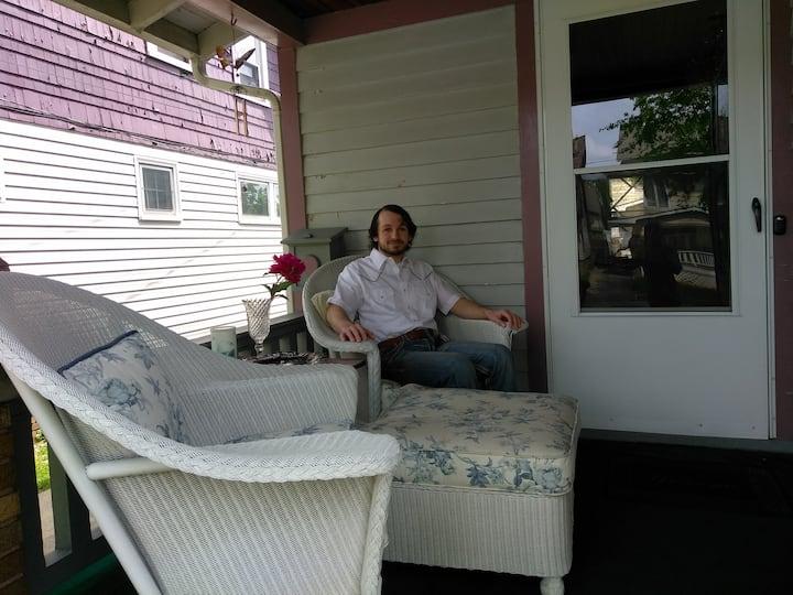 Bobby & Ethan's Crystal Homestay
