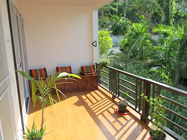 2bedroom APT with big terrace 3min to beach & town