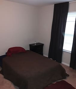 Private bedroom, free parking, convient location