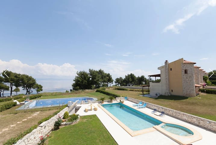 R19 Amazing maisonette, private swimming pool. - Afytos - Appartement