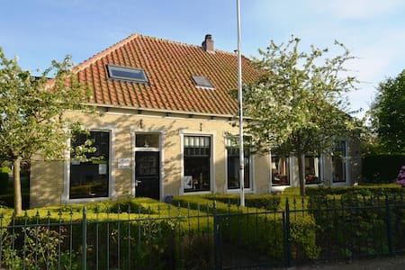 Roozee luxe appartement met sauna op Terschelling.