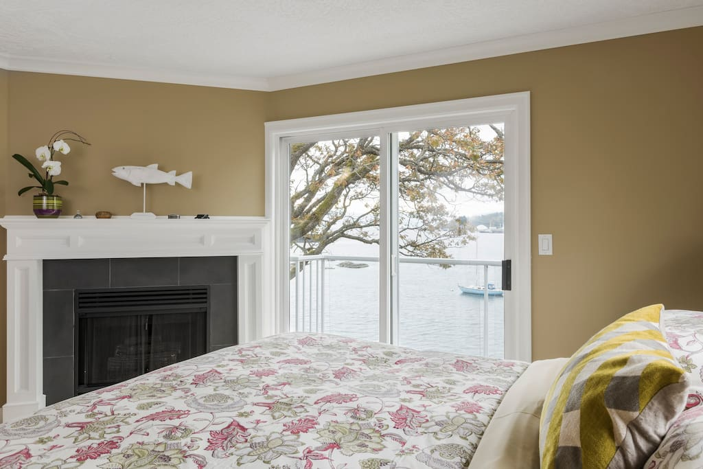 SPECTACULAR OCEAN VIEW SUITE - - views from a King's bed