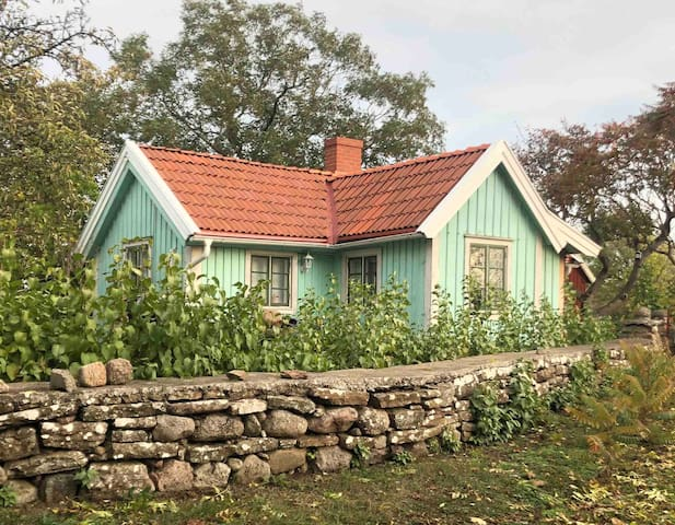 Vår charmiga 1880-tals stuga i Glömminge