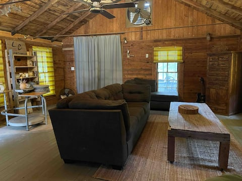 The Pottery Cabin / private lakefront getaway!