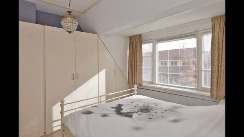 Nice 2p room in city center - Goes - House