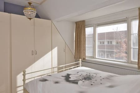 Nice 2p room in city center - Goes - 独立屋
