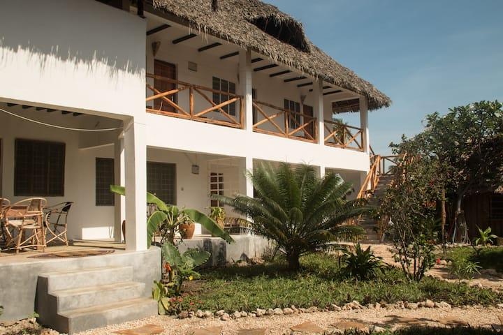 Villa Kiota, Paje