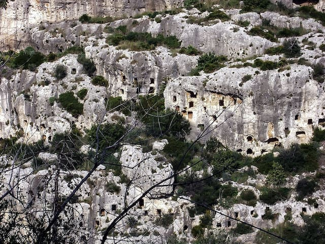 Discovering Val di Noto: the wild necropolis of Pantalica is a wonderful place for trekking just 1 hour from Modica