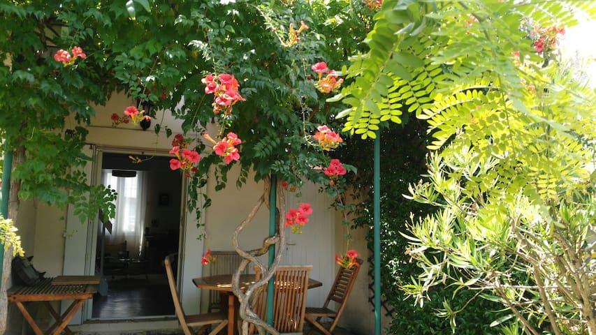 """""""Ermitage"""" agréable maison, avec petit déjeuner."""