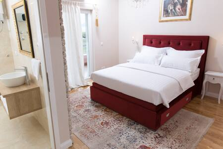 San Mihael Red luxury room