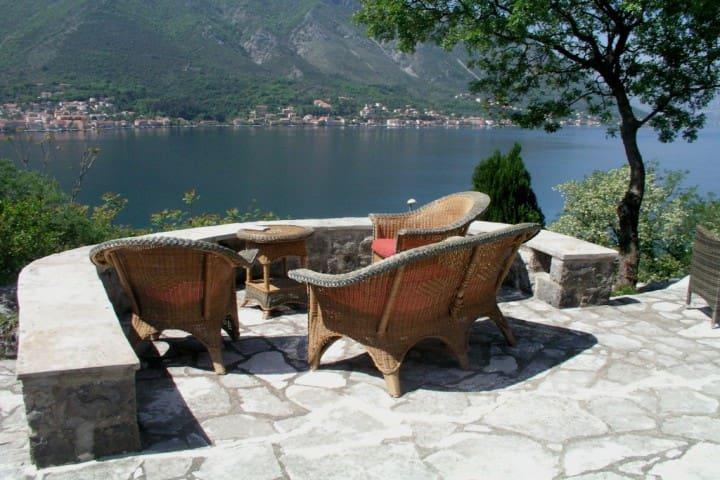 Villa with stunning views of the bay, 70m beach - Dobrota - Villa