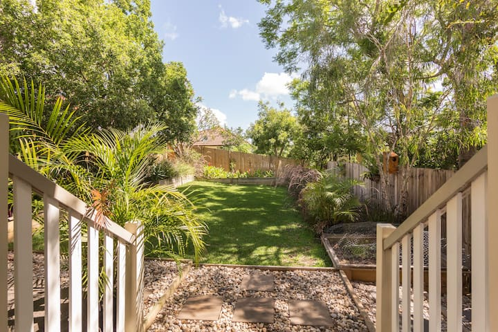 4 bedroom house - walk to Southbank